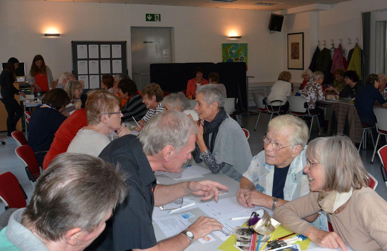 speed dating fuer senioren berlin An sechs tischen sitzen sich männer und frauen gegenüber: speed-dating für senioren die regeln braucht albers nicht lange erklären, die meisten teilnehmer kennen sie aus dem film altersglühen.