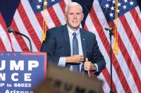 Mike Pence, Gouverneur von Indiana, bei einer Wahlkampf-Veranstaltung für den US-Präsidentschaftskandidaten Donald Trump zum Thema Immigration im August 2016 in Phoenix, Arizona.