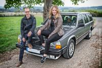 Maurice Descy und Anna-Lena Schmitt und ihr Volvo 740 Baujahr 1987, mit dem sie als Team »Road Addiction« an der Spenden-Rallye »The Baltic Sea Circle 2017« teilnehmen.