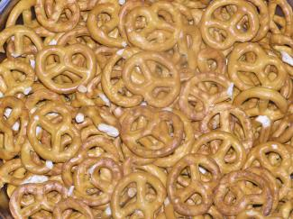 Pretzels-bunch, Public Domain, https://commons.wikimedia.org/w/index.php?curid=130822
