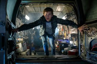 »Ready Player One« - »Parzival« (Tye Sheridan) in seinem Versteck in der realen Welt.